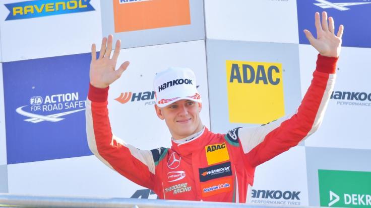Der deutsche Rennfahrer Mick Schumacher fuhr beim Race of Champions an der Seite von Sebastian Vettel.