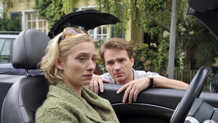 Da läuft was zwischen Bea (Sandra Borgmann) und Immo (Mathias Herrmann). (Foto)