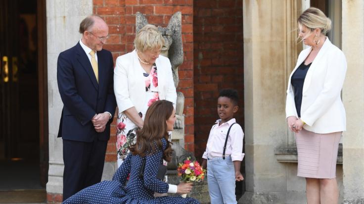 Herzogin Catherine von Cambridge begeistert bei ihrem Besuch von Bletchley Park mit einem Marilyn-Moment.