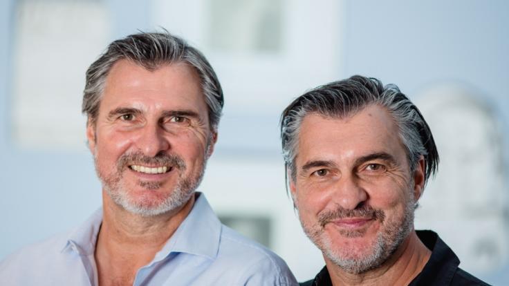 Uli Roth (links) mit seinem Zwillingsbruder Michael. (Foto)
