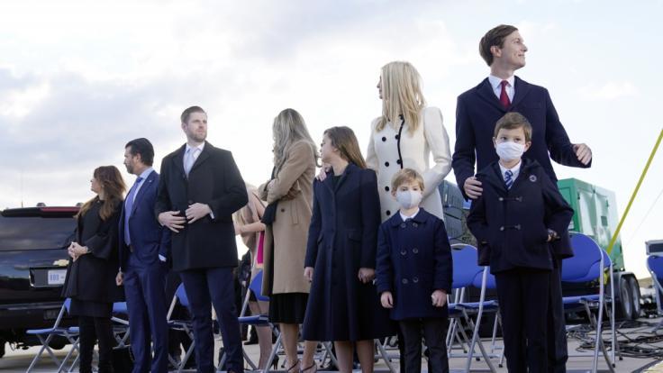 Der Trump-Clan bei Donalds Verabschiedung auf der Andrews Air Force Base. (Foto)