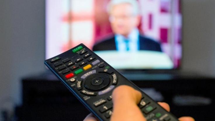 Verbraucher müssen ab Juli für Privatsender zahlen. Den Empfang können sie dann per Code freischalten.