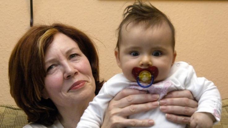 Annegret Raunigk ist mit 65 Jahren und nach 13 Kindern nun mit Vierlingen schwanger. Ihr jüngstes Kind Lelia (Foto) kam 2005 zur Welt. (Foto)