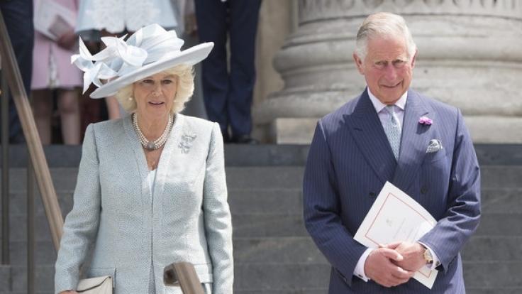 Dicke Luft bei Prinz Charles und Herzogin Camilla: In einer Biografie über den Prinzen von Wales behauptet Autorin Sally Bedell Smith, der britische Thronfolger habe neben Prinzessin Diana und Camilla Parker-Bowles auch eine weitere Affäre gehabt. (Foto)