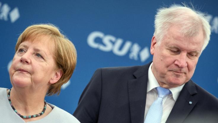 Nicht immer einer Meinung: Bundeskanzlerin Angela Merkel (CDU) und Innenminister Horst Seehofer (CSU) beim CDU Parteitag. (Foto)