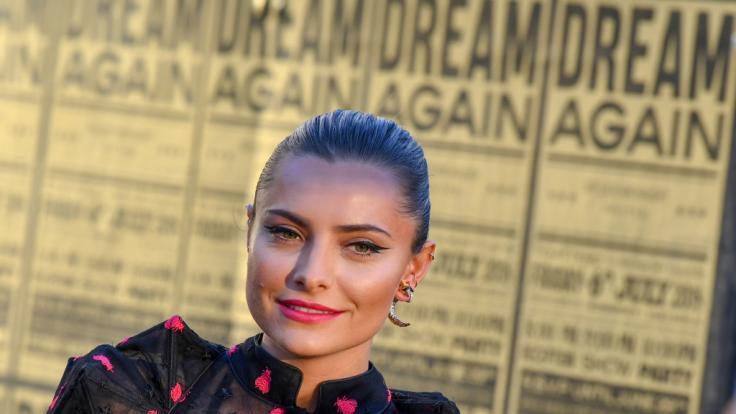 Sophia Thomalla verfolgte die Bambi-Verleihung vom heimischen Sofa. (Foto)