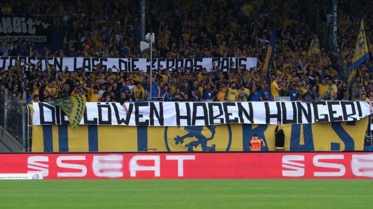Die Fans der Mannschaft stehen hinter Eintracht Braunschweig. (Symbolbild) (Foto)