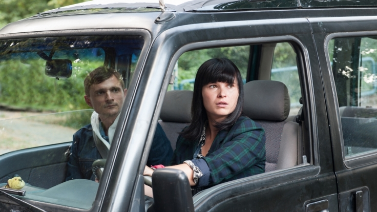 Lanner (Florian Lukas) lernt Carolas (Anna Fischer) rasanten Fahrstil kennen.