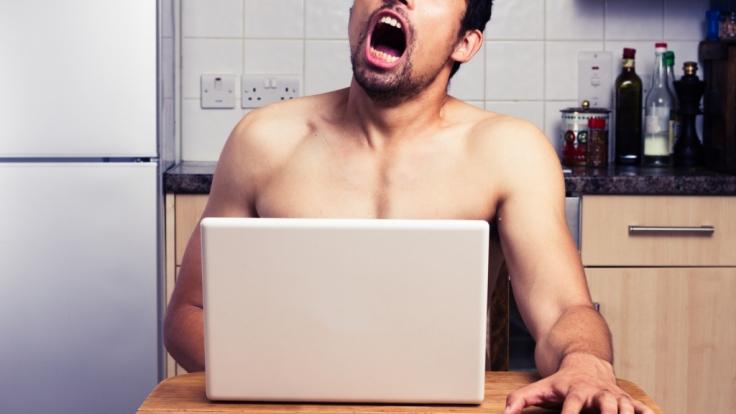 Viele Menschen sehen sich häufig Pornos an. Doch wissen Sie, was mit Ihrem Hirn passiert, wenn Sie regelmäßig explizite Filmchen konsumieren? (Foto)