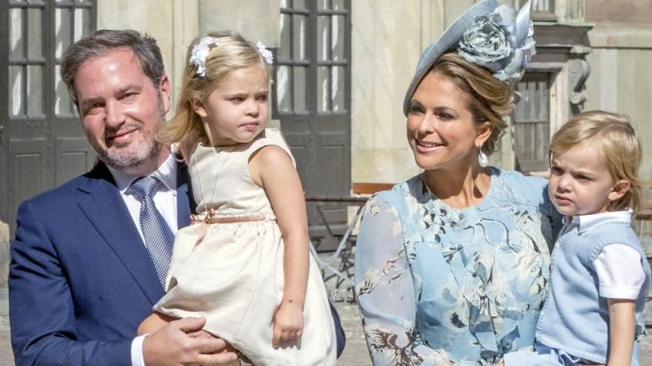 Dass Prinzessin Madeleine von Schweden, hier mit Ehemann Chris O'Neill und ihren Kindern Prinzessin Leonore und Prinz Nicolas, wieder in ihre Heimat zurückkehrt, darf bezweifelt werden. (Foto)