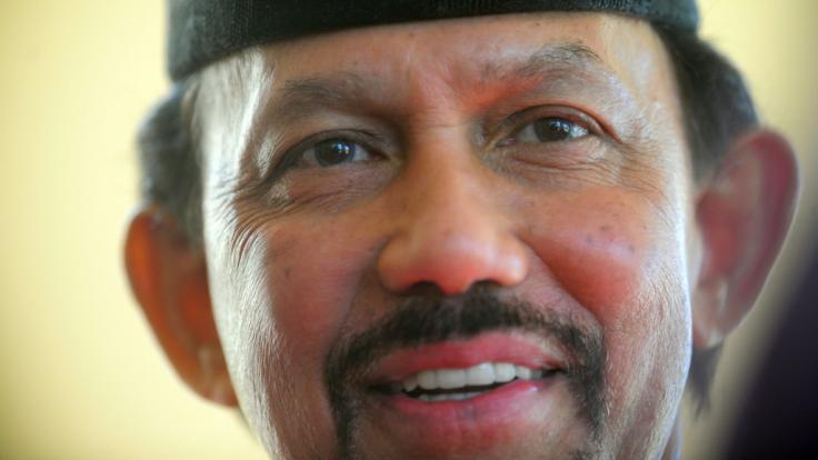 Der Sultan von Brunei verschärft die Scharia-Gesetze in seinem Sultanat - und hat damit internationale Proteste ausgelöst. (Foto)