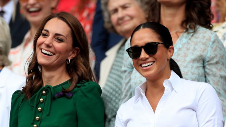 Kate Middleton und Meghan Markle zusammen beim Wimbledon-Tennisturnier 2019. (Foto)