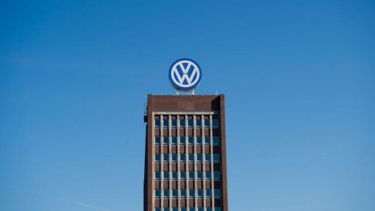 """Lange Zeit galt die Volkswagen AG als deutsches Vorzeigeunternehmen. Inzwischen kämpft der Konzern mit den Folgen des """"Dieselgate"""". (Foto)"""