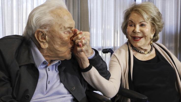 Hollywood-Veteran Kirk Douglas war mit seiner zweiten Ehefrau Anne Buydens 66 Jahre verheiratet. (Foto)