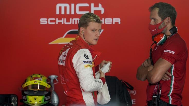 Mick Schumacher steigt 2021 in die Formel 1 ein - und tritt in die Fußstapfen seines Vaters Michael Schumacher. (Foto)