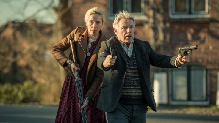Olaf Gabriel (Jörg Schüttauf) und Julia Böhm (Katharina Behrens) folgen schwerbewaffnet den Gangstern. (Foto)