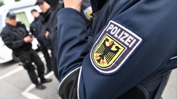 Die Polizei fahndet in Chemnitz und Umgebung nach einem möglicherweise bewaffneten Mann (Symbolbild). (Foto)