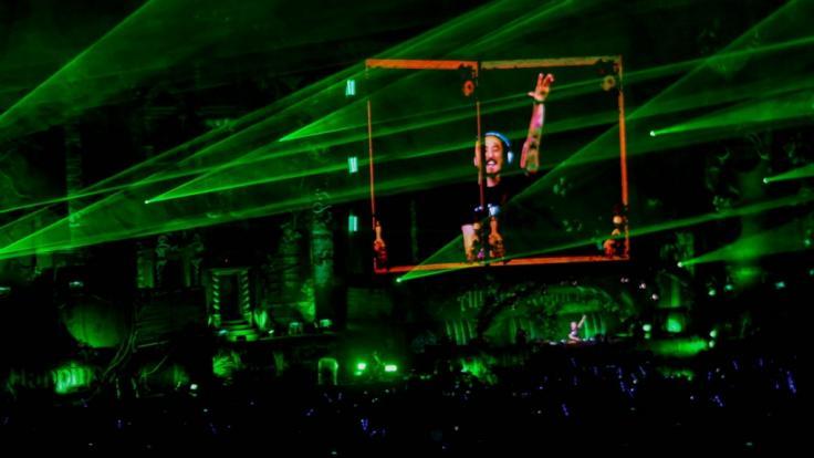DJ Steve Aoke performt auf einer Bühne des Tomorrowland-Festivals.