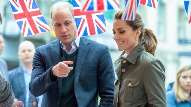 Für ihren diesjährigen Vatertagsgruß stehen Prinz William und Kate Middleton in der Kritik.