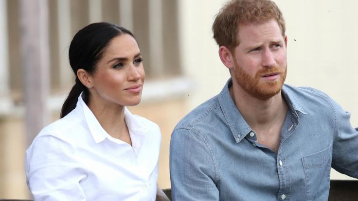 Meghan Markle und Prinz Harry werden sich wohl oder übel an die kurze Leine legen lassen müssen (Symbolbild).