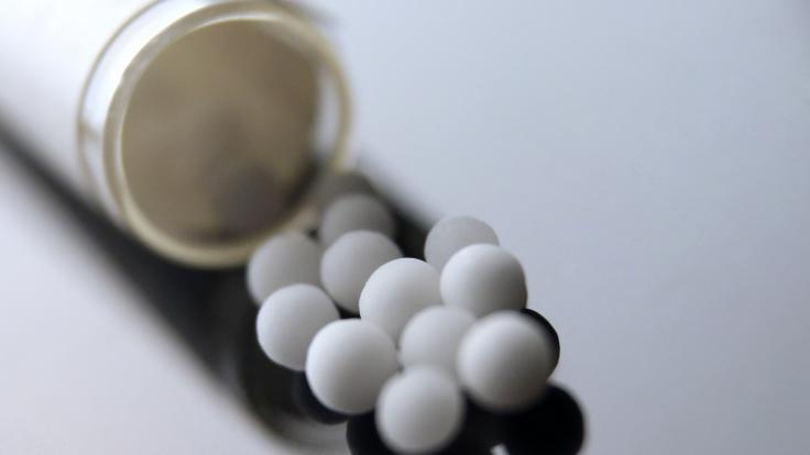Die Verbraucherzentrale warnt jetzt vor Globuli, die gegen das Coronavirus helfen sollen. (Symbolbild) (Foto)