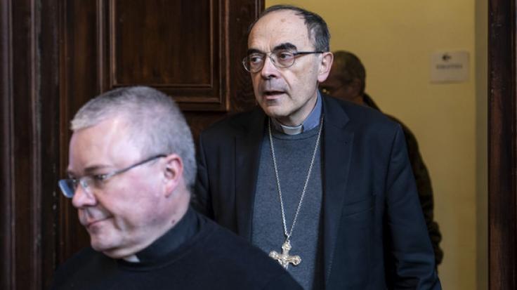 Philippe Barbarin (r, der einflussreiche Erzbischof von Lyon, ist wegen Vertuschung von Missbrauchsvorwürfen schuldig gesprochen worden. (Foto)
