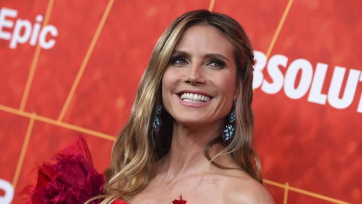 Heidi Klum hat ihre Brüste hüpfen lassen.