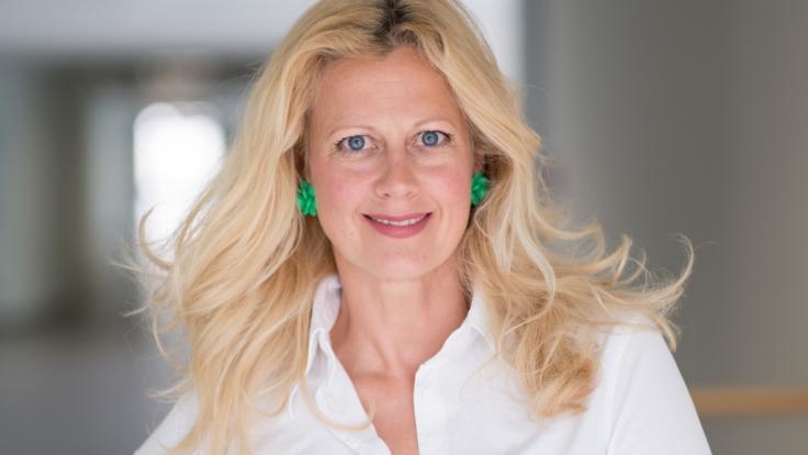 Barbara Schöneberger hat sich ganz einfach verjüngen lassen.
