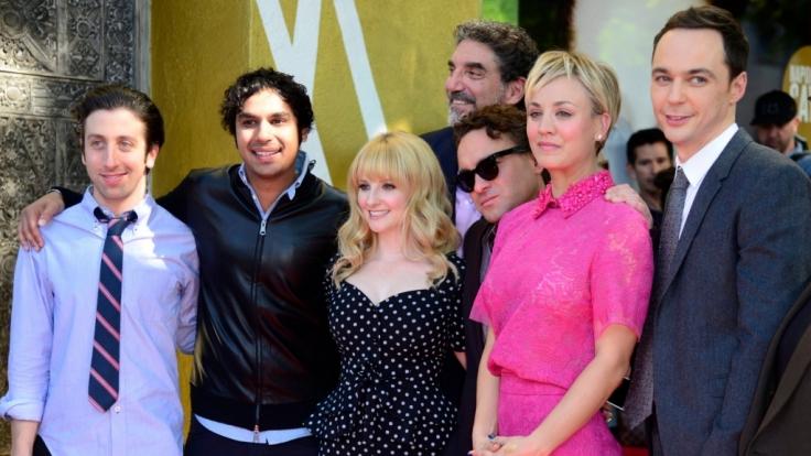 Die TBBT-Serien-Stars bei einer Veranstaltung, auf der Kaley Cuoco alias Penny einen Stern auf dem