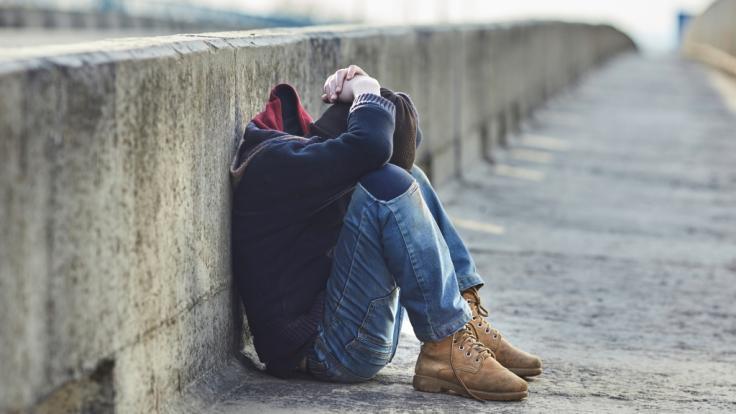 Eine pädophile Dreifach-Mutter verführte einen 12-Jährigen. (Foto)