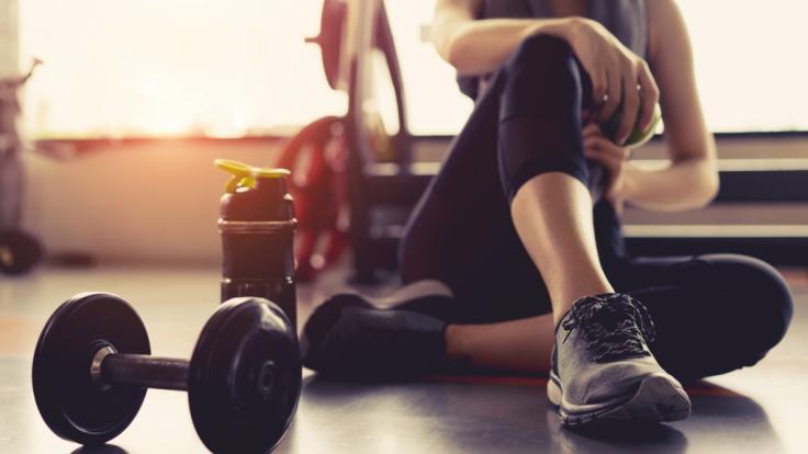 Höhepunkt im Fitnessstudio? Eine junge Britin bemerkte bizarre Nebenwirkungen ihres sportlichen Trainings und traut sich nun nicht mehr in die Muckibude (Symbolbild). (Foto)