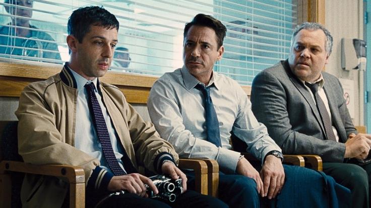 Die Palmer-Brüder (v. l. n. r.) Dale (Jeremy Strong), Hank (Robert Downey Jr.) und Glen (Vincent D'Onofrio).