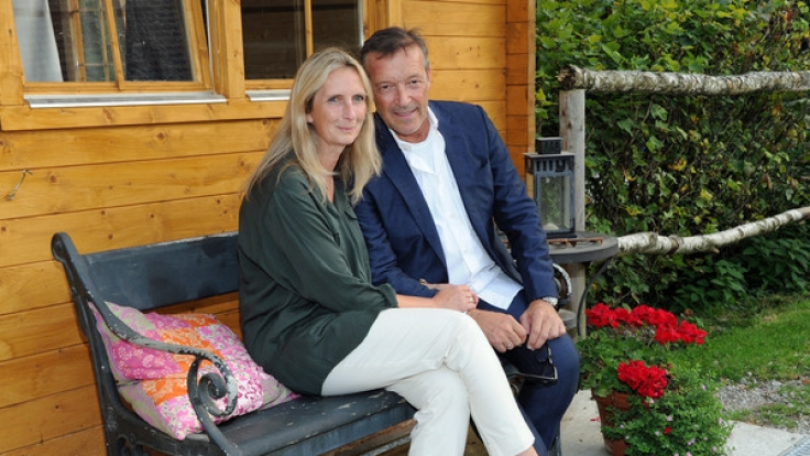 Schauspieler Michael Roll (r.) ist seit 2016 mit seiner Frau Claudia verheiratet. (Foto)