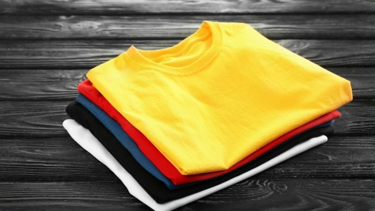 (Symbolbild) Ernsting's Family ruft aktuell Kinder-Shirts zurück. (Foto)