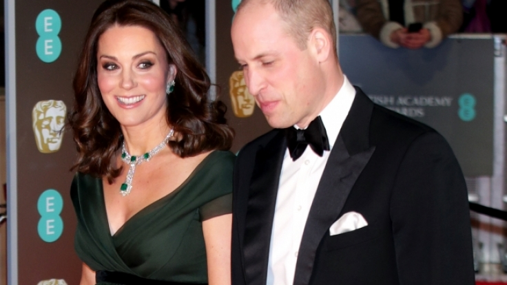 Kate Middleton sorgte bei der BAFTA-Verleihung mit ihrer Kleiderwahl für Gesprächsstoff. (Foto)