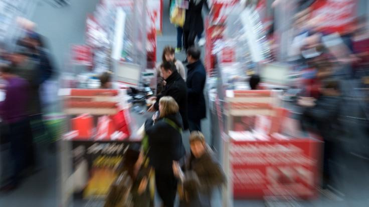 Trotz Feiertags haben in Deutschland einige wenige Läden geöffnet. (Foto)