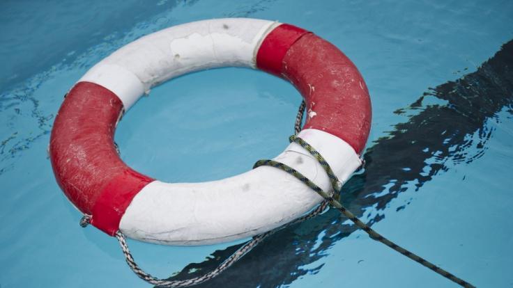 Mindestens zwei Männer sind am Wochenende bei Badeunfällen ums Leben gekommen (Symbolbild).