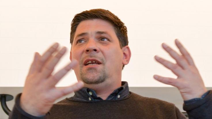TV-Koch Tim Mälzer hat nicht nur die Kochlöffel, sondern auch seine Kollegen bestens im Griff, wie der Hamburger in einer neuen Ausgabe von