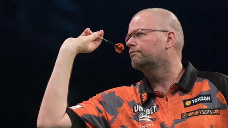 Der Dartsprofi Raymond van Barneveld soll während eines Darts-Turniers kollabiert sein. (Foto)