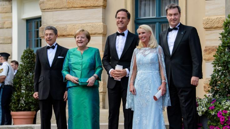 Letzter öffentlicher Auftritt: Bundeskanzlerin Angela Merkel und Ehemann Joachim Sauer (links) bei den Bayreuther Festspielen Ende Juli. (Foto)