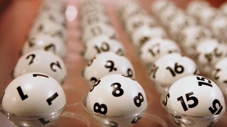 Aktuelle Lottozahlen bei Lotto am Samstag, Jackpot und Gewinnwahrscheinlichkeit.