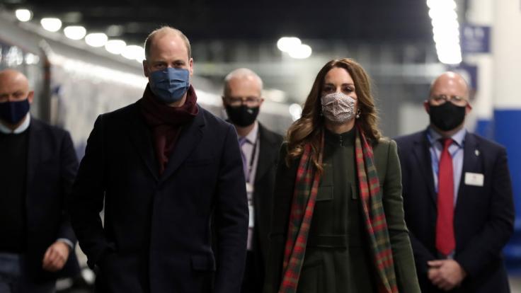 Weil Kate Middleton und Prinz William die Corona-Regeln missachtet haben, werden sie scharf kritisiert.