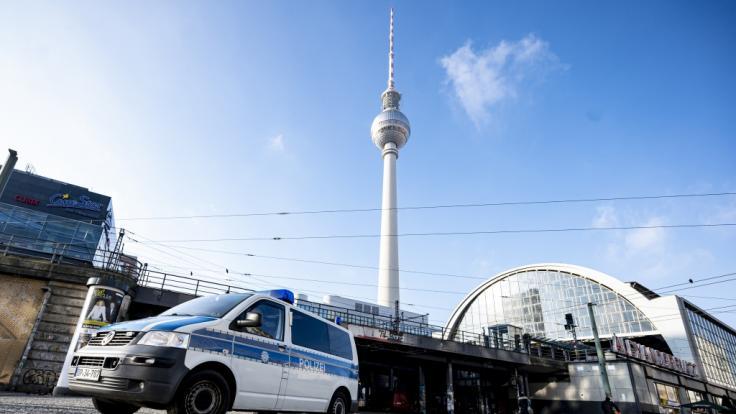 Am Berliner Alexanderplatz hat man am Freitagmorgen eine Leiche gefunden. (Foto)