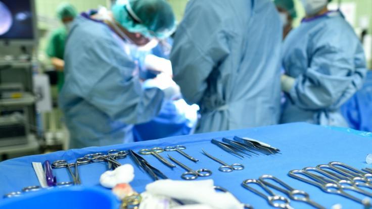 """Weil ein falsches Skalpell genutzt wurde, hat eine Frau in einem Bukarester Krankenhaus """"gebrannt wie eine Fackel"""". (Foto)"""