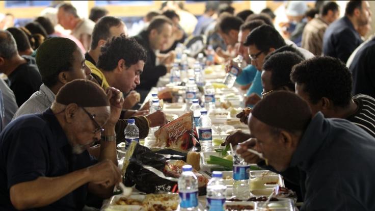 Mit dem Fest des Fastenbrechens wird auch 2014 das Ende des Ramandan groß gefeiert.