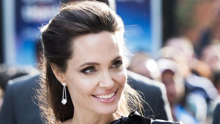 Ist Angelina Jolie nach dem Ehe-Aus mit Brad Pitt wieder in festen Händen? Die Hollywood-Schönheit wurde bei einem Date gesichtet (Foto)