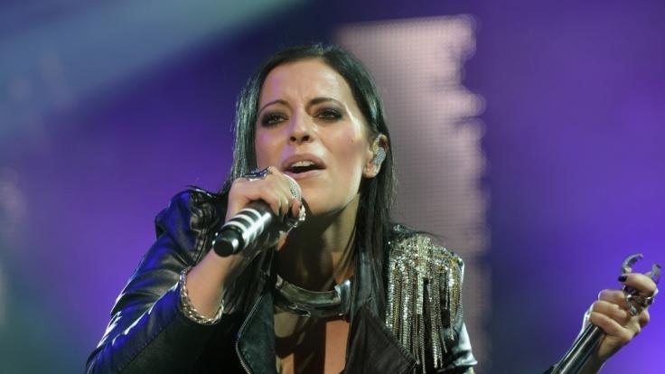 Silbermond-Frontfrau Stefanie Kloß lässt die Hüllen fallen.