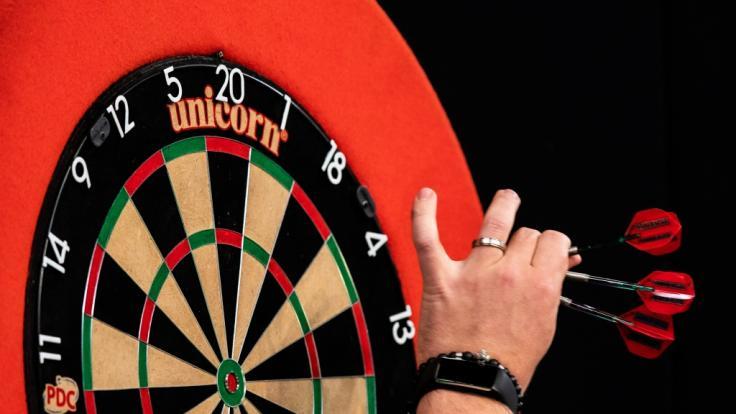 Bei der Champions League of Darts 2019 trifft sich die Crème de la Crème der Dartswelt im englischen Leicester. (Foto)