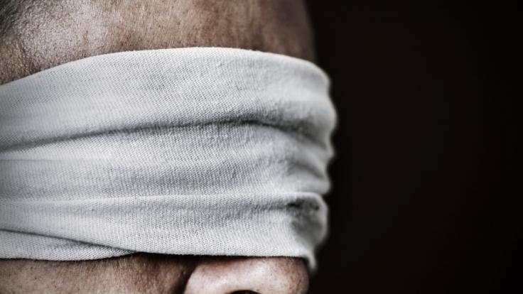Taliban-Kämpfer schnitten einem Opfer die Augen heraus und häuteten es. (Symbolbild) (Foto)