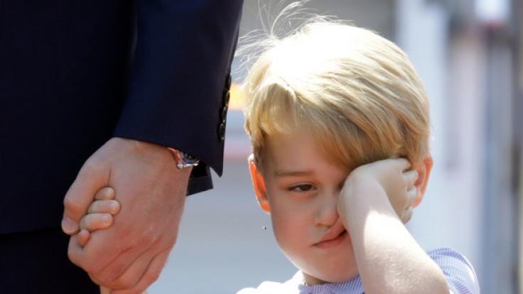 Ein müder und grummeliger Prinz George in Berlin.